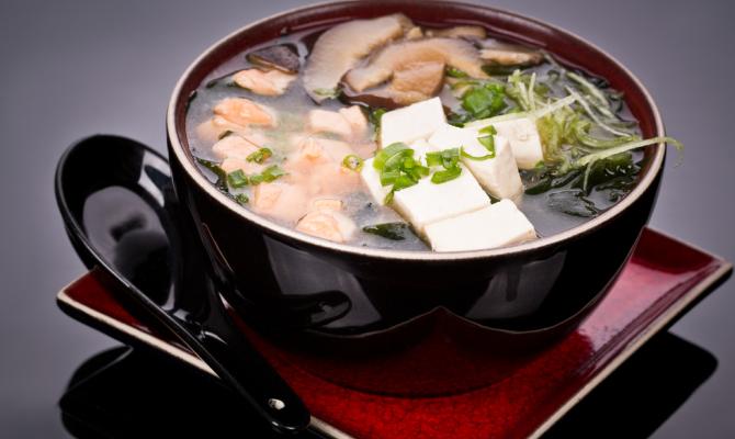Zuppa d'Oriente con tofu e miso