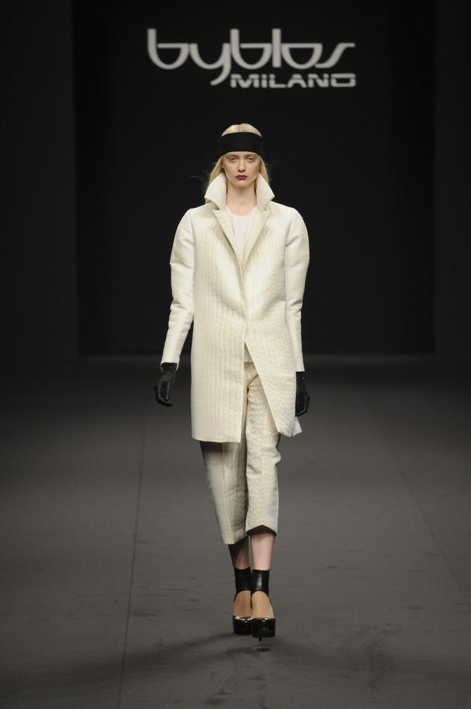Cappotto, maglie e pantaloni Byblos