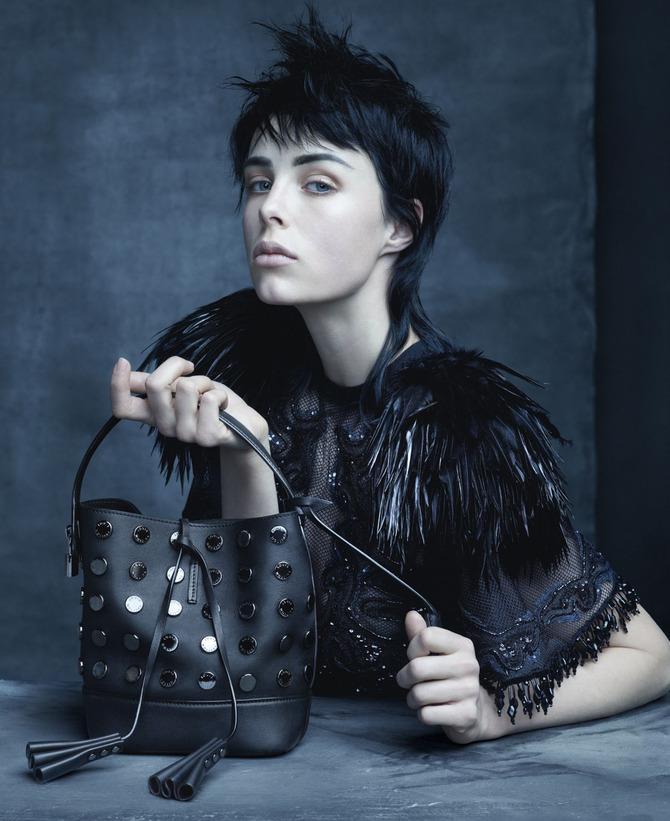 Edie Campbell per Louis Vuitton