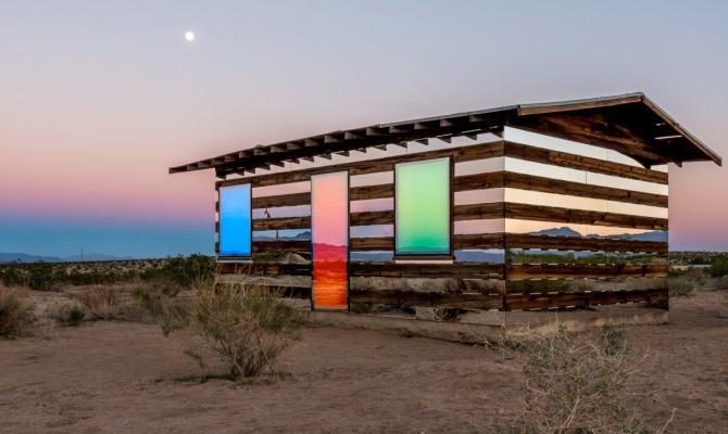 casa trasparente al tramonto