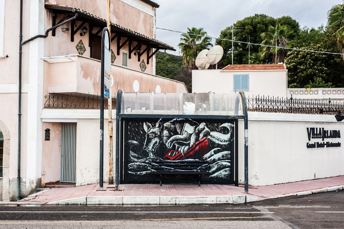 Inattesa - art at the bus stop by Rocco Lombardi