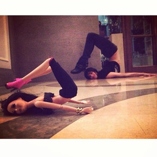 Barbie Birkin fa yoga