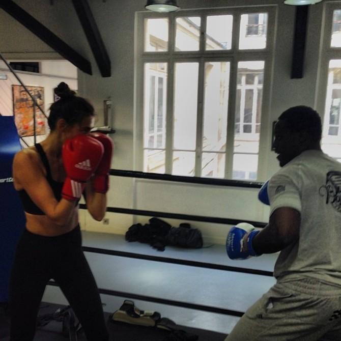 Alina Baikova boxe