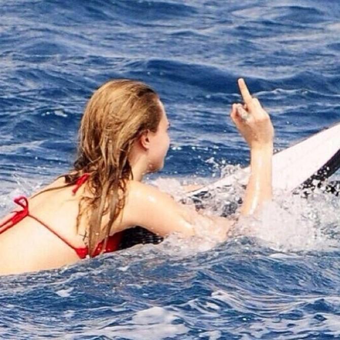 Cara Delevingne surf