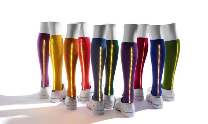 Luminose o asimmetriche: le nuove calze uomo