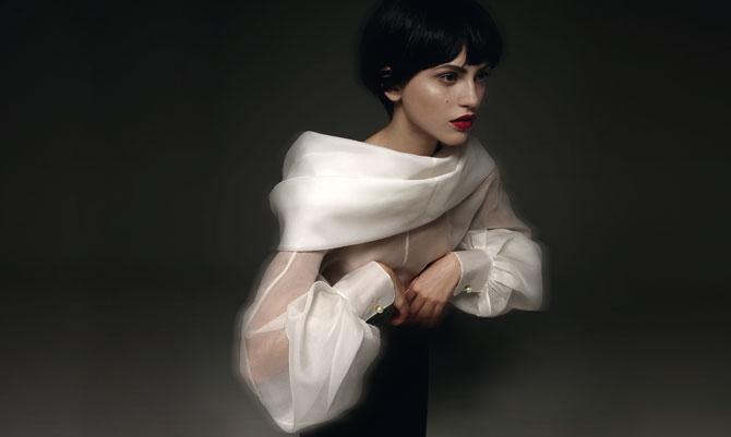 La camicia bianca di Ferré in mostra a Prato
