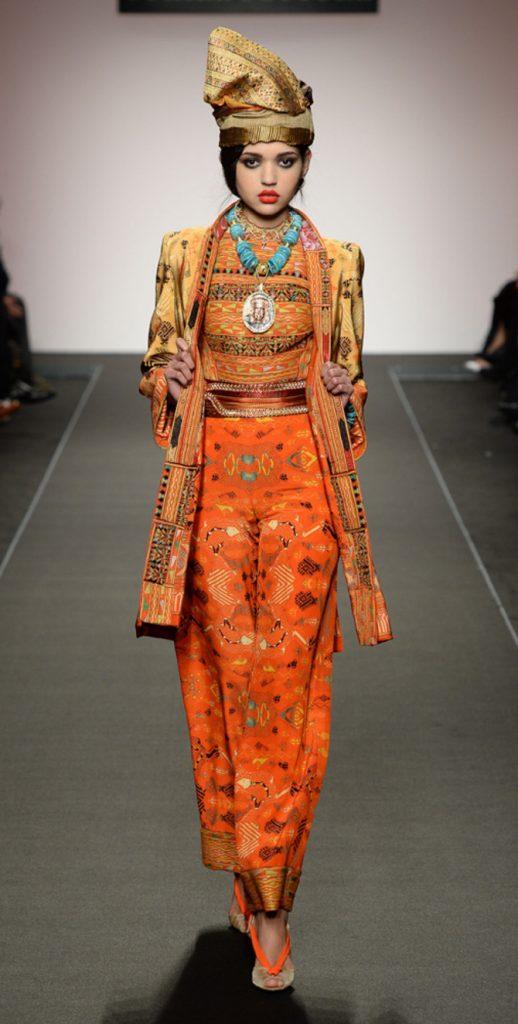 Pantaloni, top e accessori Curiel Couture