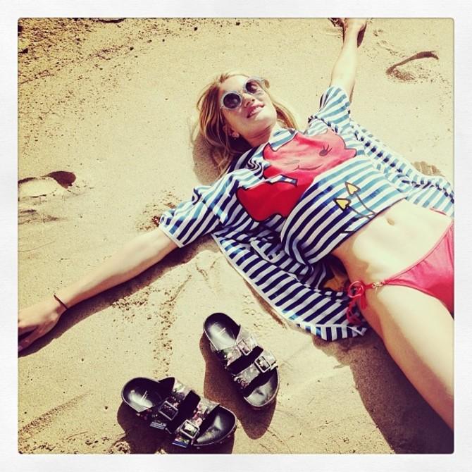 Rosie Huntington Whiteley in bikini