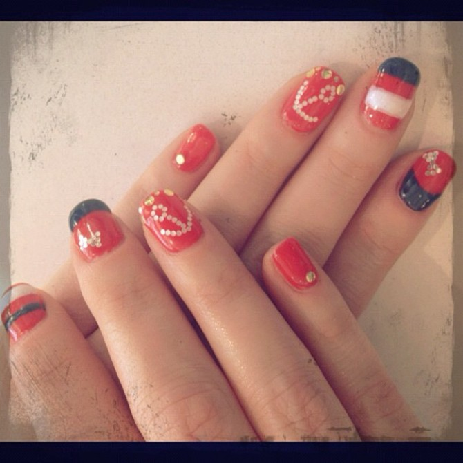 Nail art Zooey Deschanel