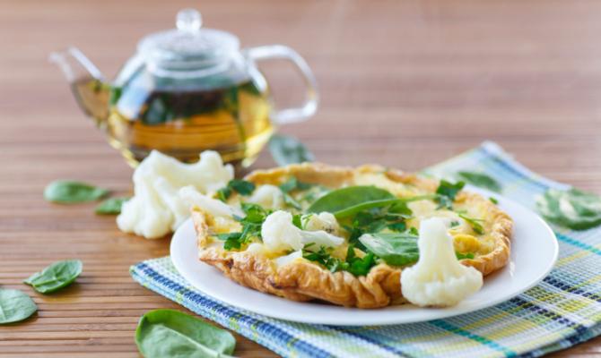 Caprino, uova e verdure si sposano in forno