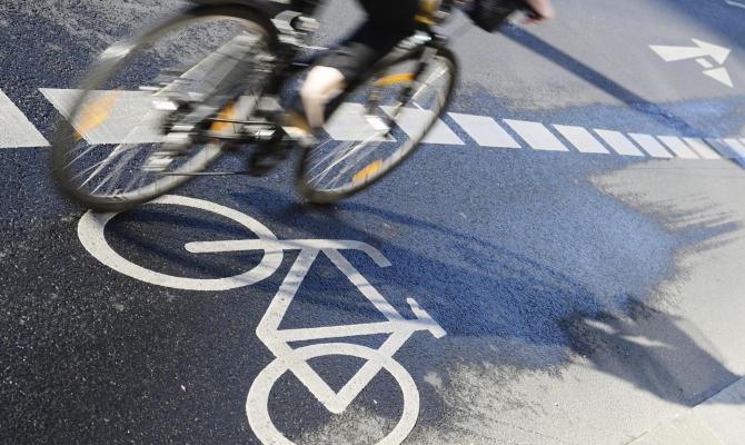 Francia, cittadini pagati per muoversi in bici