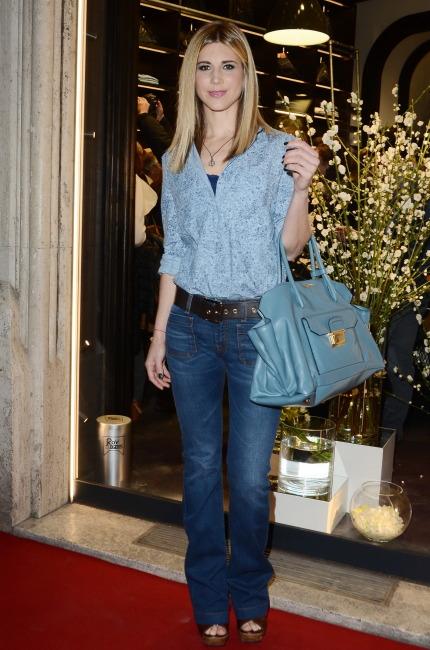 Nicoletta Romanoff con borsa Miu Miu