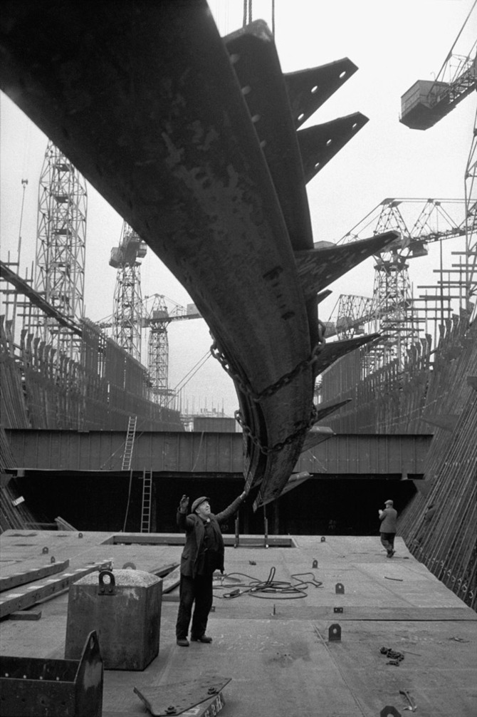 Building an Ocean-liner for the Pacific and Orient Lines at the Harland and Wolff Wharf in Belfast