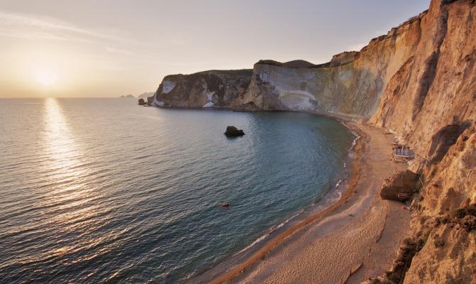 Ponza: soggiorno gratis per chi pulisce la spiaggia