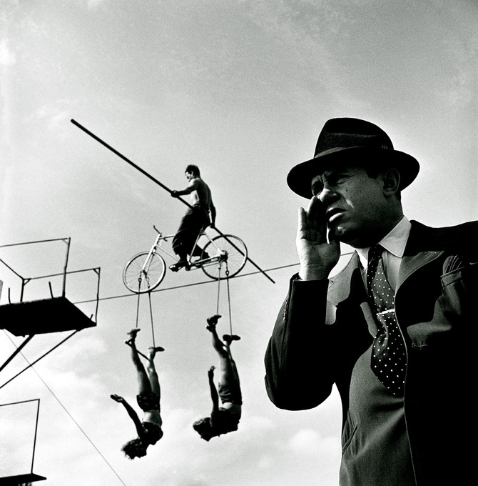 How the Circus gets set – Balancing act with trapeze artists, 1948