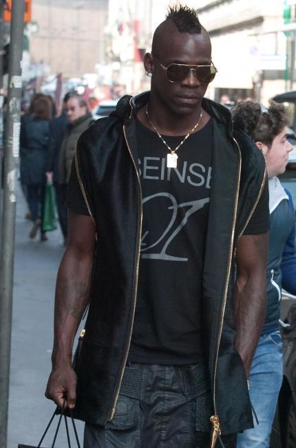 Balotelli, street style di impatto per l'uomo della Nazionale