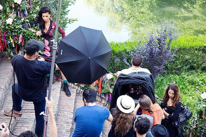 Adriana Lima nel backstage della Campagna stampa di Desigual