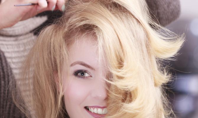 Ragazza dal parrucchiere