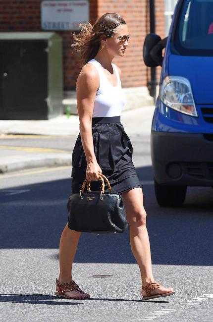 Pippa Middleton a passeggio per Londra con la sua Gucci Bamboo