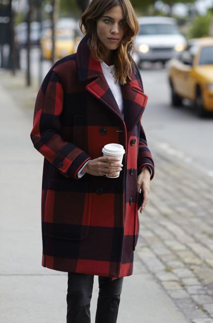 Alexa, fashion british in rosso e nero