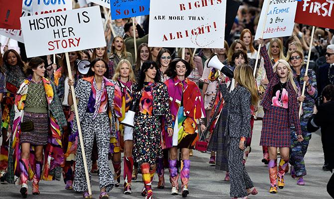 La sfilata Chanel è una protesta femminista