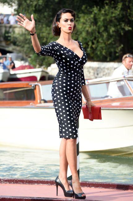 Maria Grazia Cucinotta, una sexy pin-up in Laguna
