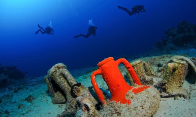 Un tunnel trasparente sotto il mare di Lipari