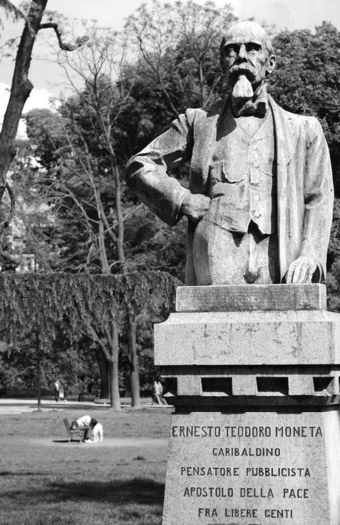 Statua di Ernesto Moneta