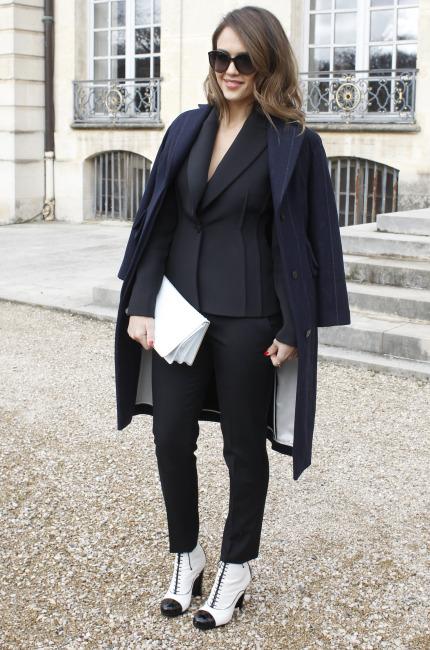 Black outfit per Jessica Alba