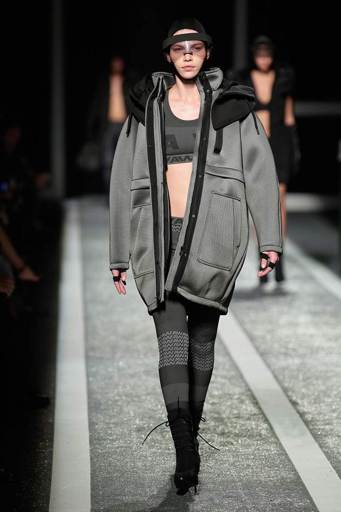 Giacca, top e leggings Alexander Wang per H&M