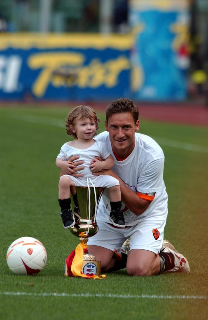Totti in campo con il figlio