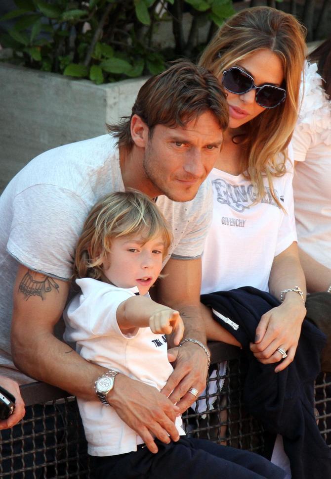Totti e Ilary Blasi con il figlio
