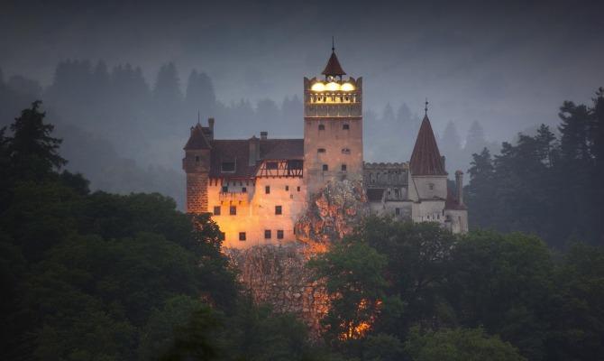 """A Capodanno """"fatelo strano"""": il castello di Dracula vi aspetta"""