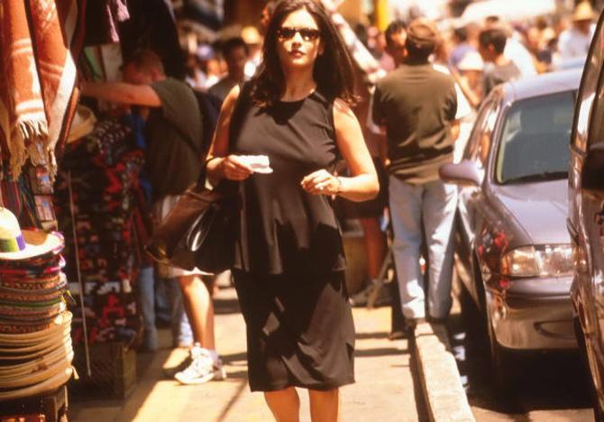 8 - Catherine Zeta-Jones alla guida del cartello Messicano