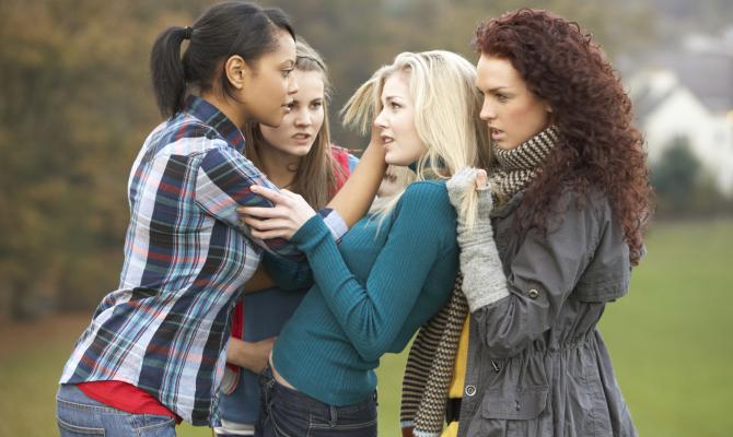 """Bullismo femminile: un progetto per dire """"basta"""""""