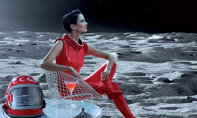 Eva Green seduttrice in rosso per Campari