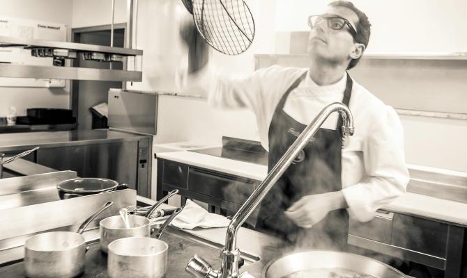 Federico Ferrero in cucina