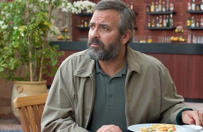 George Clooney grasso e barbuto