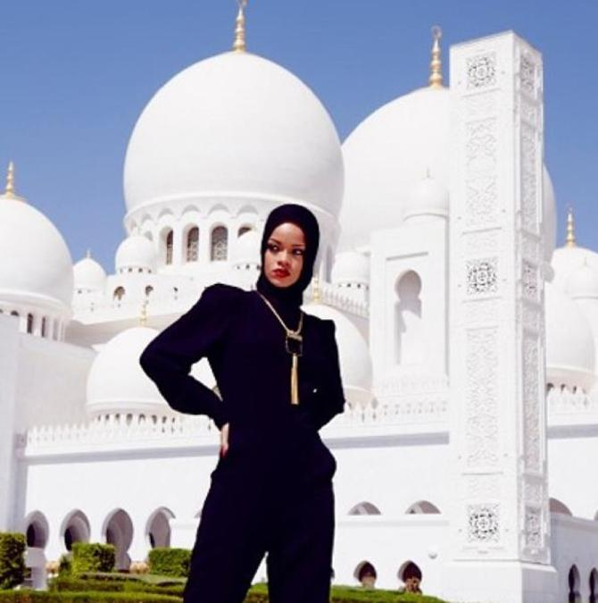 Rihanna in Moschea
