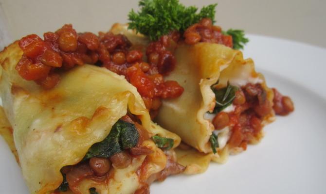 Involtini di lasagna con ragù di lenticchie