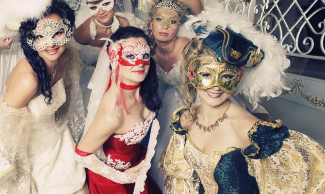prezzo basso ultima vendita prezzi di sdoganamento Le maschere della tradizione in versione femminile - www ...