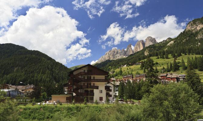 Canazei, lamore nel cuore delle Dolomiti