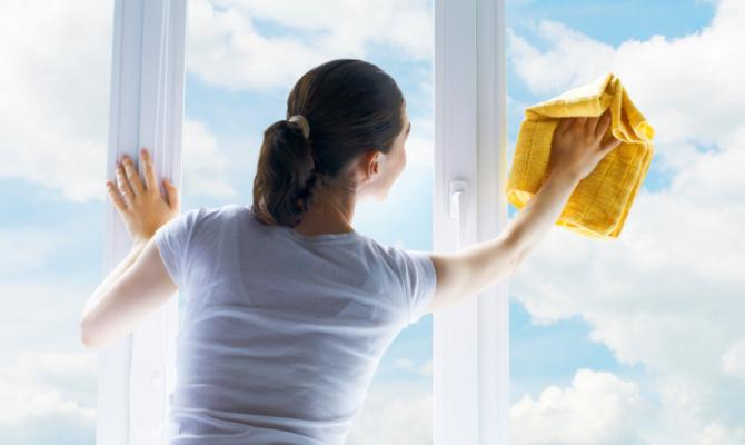 Pulizia dei vetri: l'ABC dello splendore
