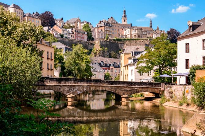 Lussemburgo 2.586 km2