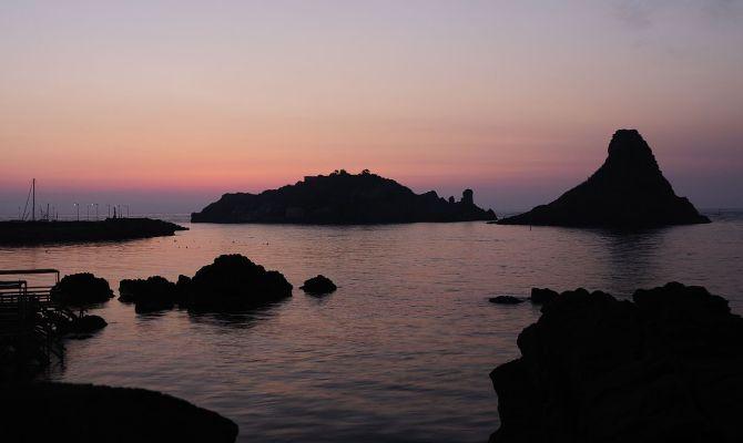I Faraglioni di Aci Trezza: la Sicilia più romantica