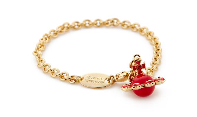 Vivienne Westwood firma la collezione di gioielli ispirata a San Valentino