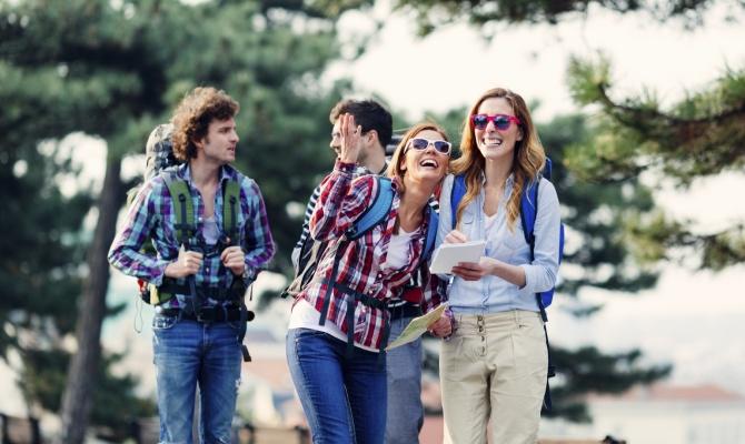amici, viaggio, turisti, visitare città