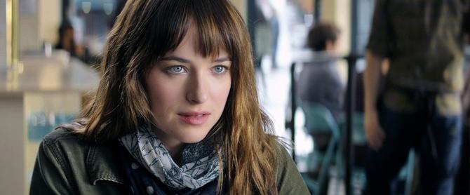 Dakota Johnson è Anastasia in Cinquanta sfumature di grigio