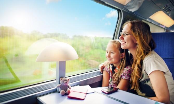 famiglia, mamma, figlia, treno, viaggiare