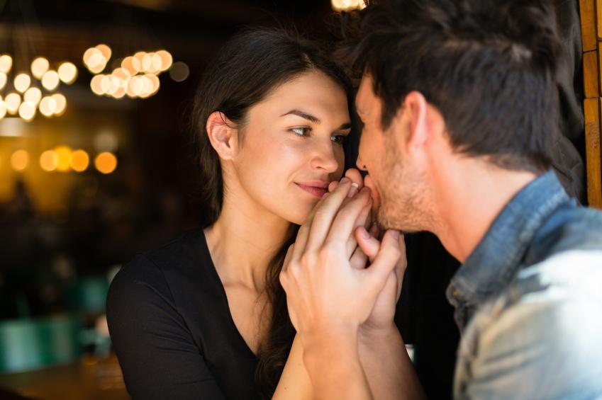 I nove trucchi maschili per sedurre una donna